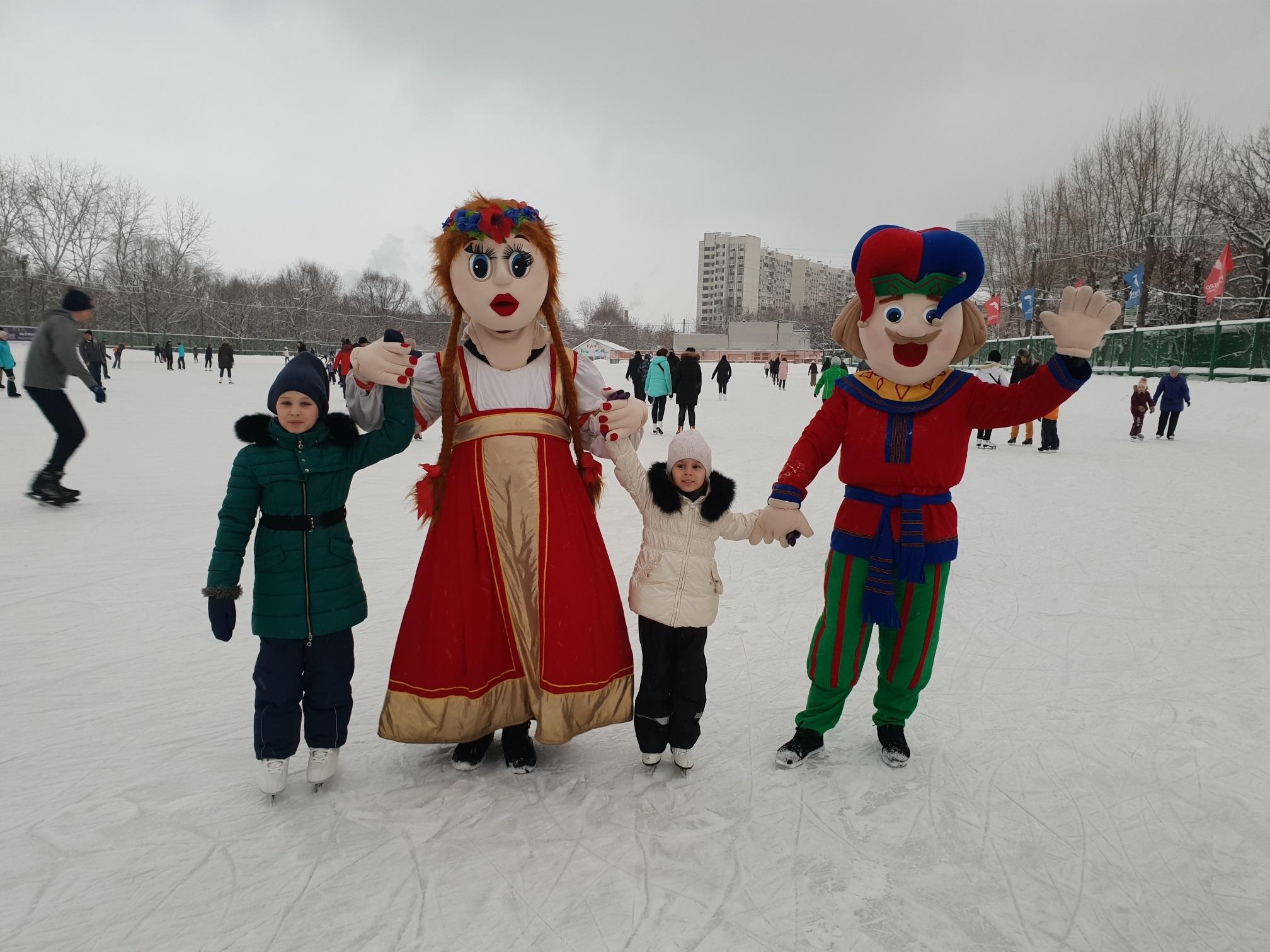 """Новогодние и Рождественские каникулы на катке """"Искра""""!"""